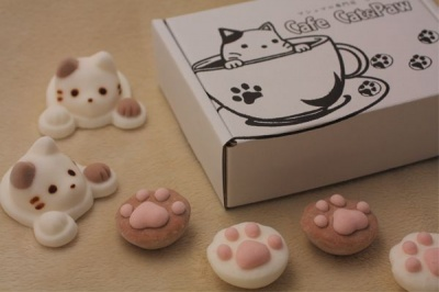 cat cafe kitty and paw cat-shaped marshmallows