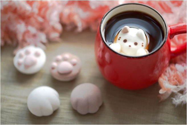cute cat-shaped marshmallows red mug